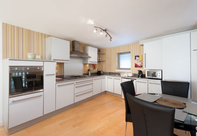 Apartment in Glasgow - Vantage Apartments - Clyde Street, River view with balcony