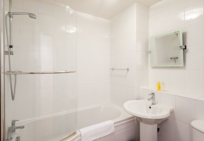 Apartment in Glasgow - Greyfriars Court - Merchant City, Parking available