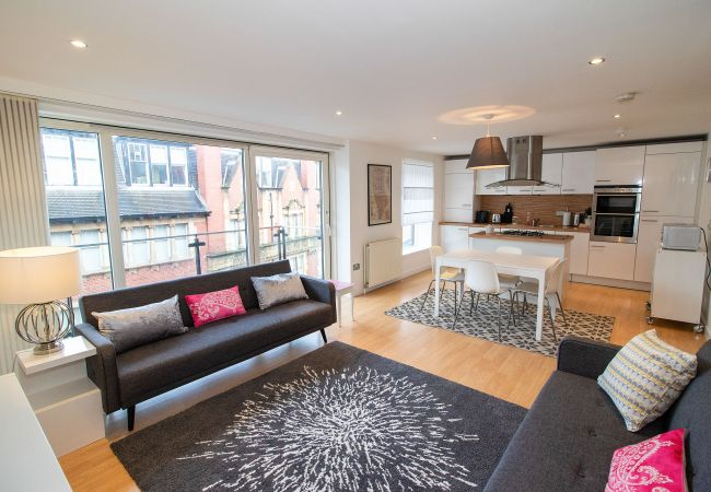in Glasgow - Metropole Apartment - Parking available