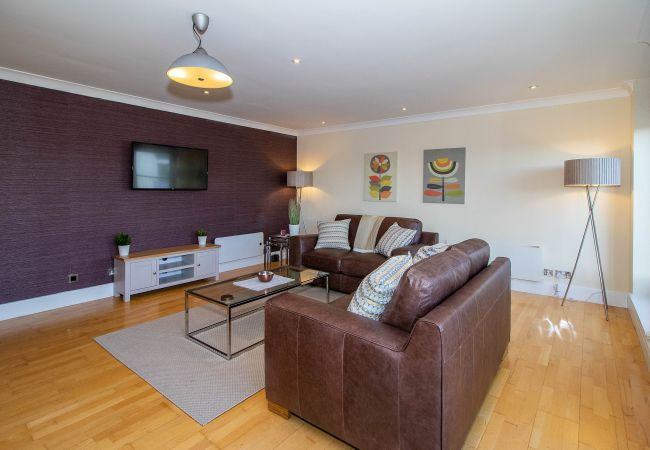Apartment in Glasgow - The Bridge - Two bedrooms, Central Location, Parking available